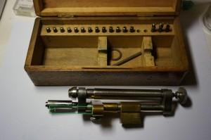 Tour à polir les vis... dans Usinage et outils dsc03571-300x199